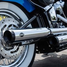 Grand National 50 State Legal Slip-Ons for 2018-'19 M8 Softail<sup>®</sup> Heritage Classic & Deluxe<sup>®</sup> models, Chrome