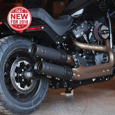 Grand National Slip-Ons for 2018 M8 Softail<sup>®</sup> Fat Bob<sup>®</sup>