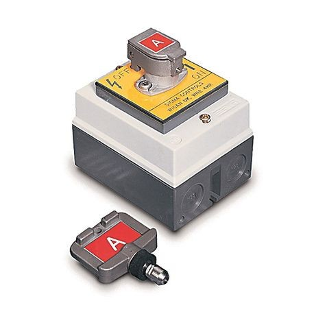 Rotary Switch - Enclosure Mounted, Standard Key Code Labeling, 4 N O   Contacts, 32 Amp Current